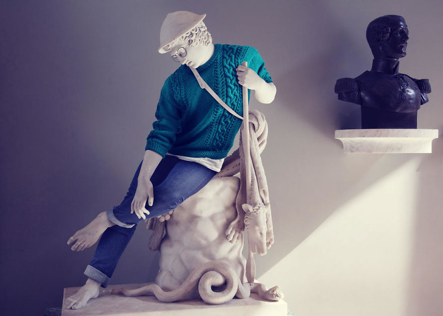 The-Hipsters-in-Stone-project-is-back-Old-dressed-statues-turning-instagram-stars-59902c549b261__880