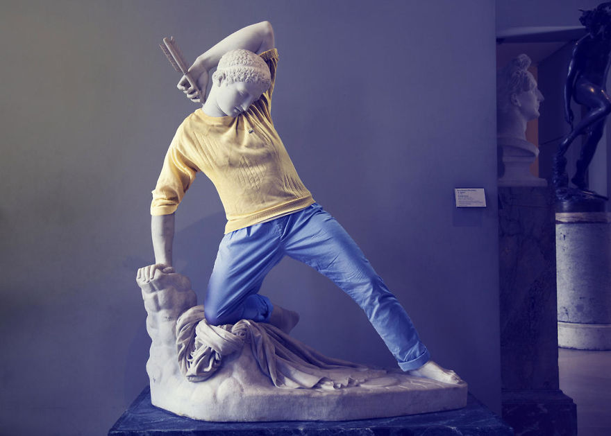 The-Hipsters-in-Stone-project-is-back-Old-dressed-statues-turning-instagram-stars-59902c77bebbc__880