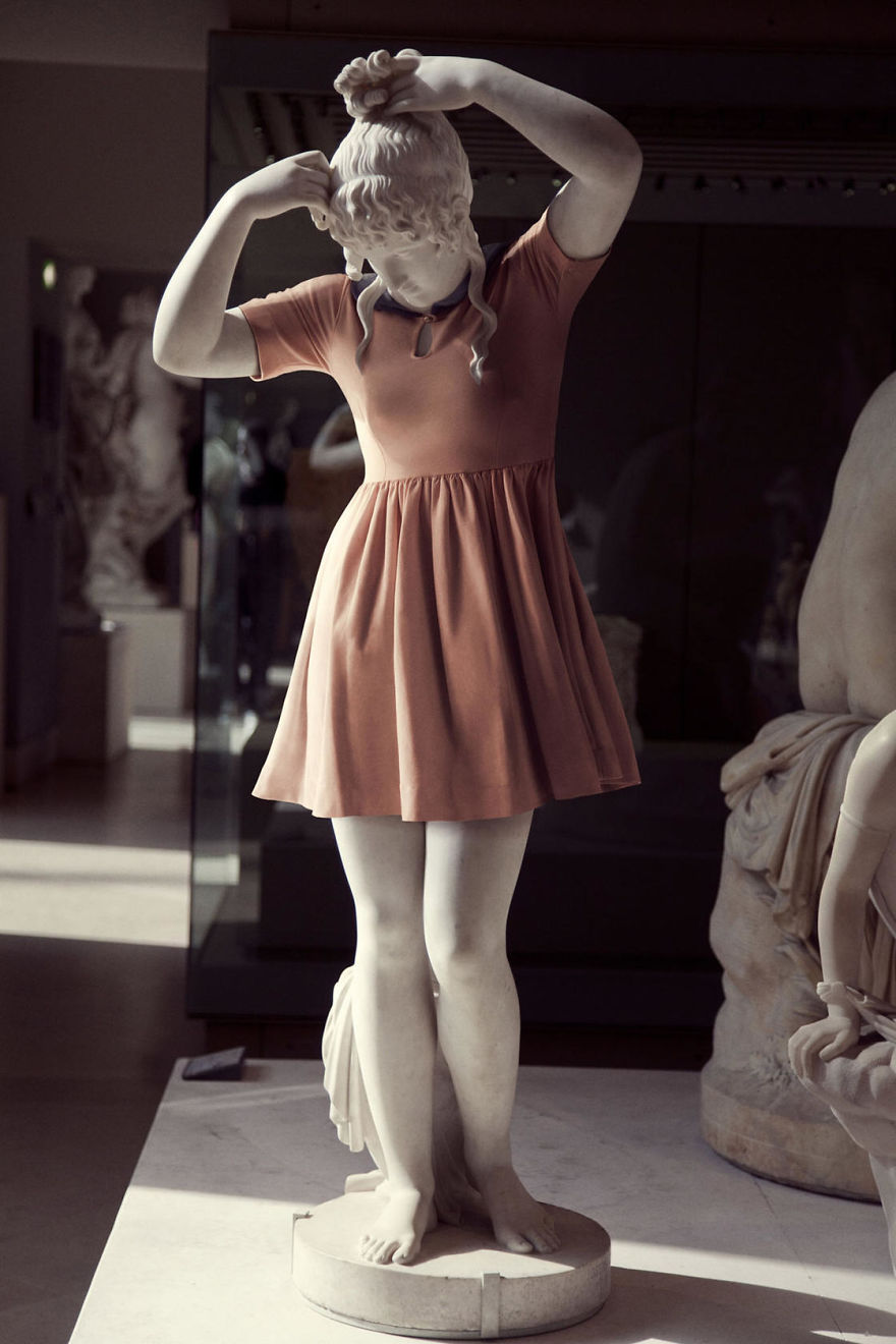 The-Hipsters-in-Stone-project-is-back-Old-dressed-statues-turning-instagram-stars-59902d1eaa915__880