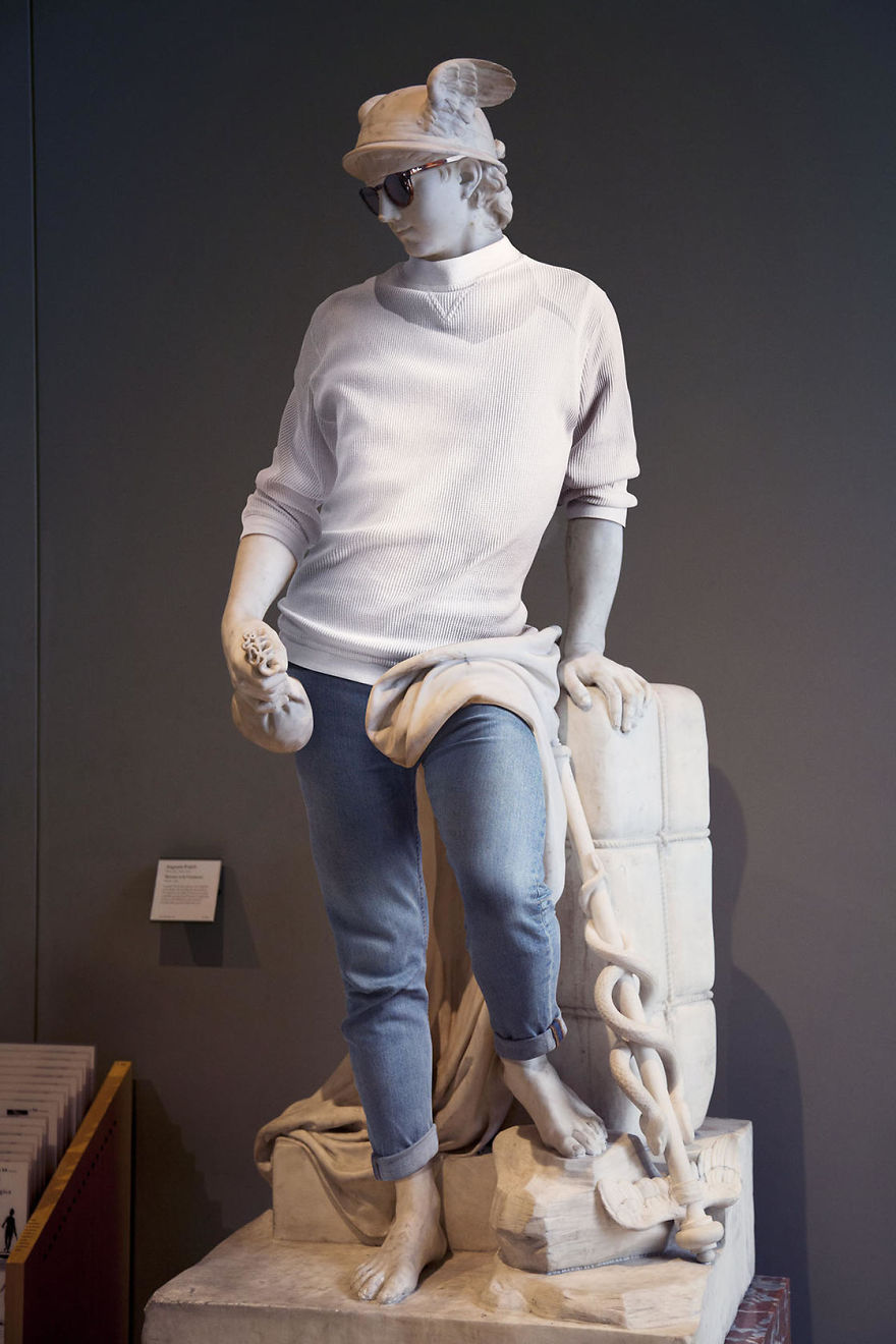 The-Hipsters-in-Stone-project-is-back-Old-dressed-statues-turning-instagram-stars-59902d4929d33__880