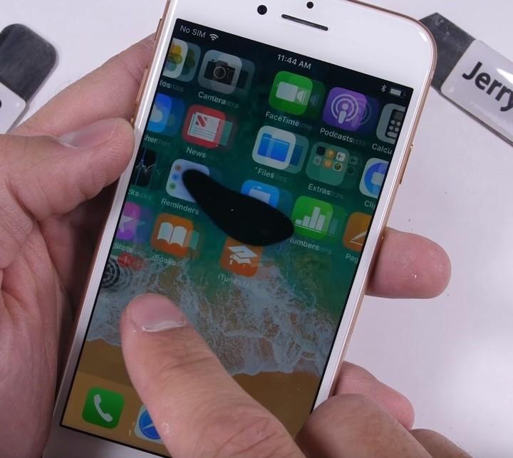 Apple - iPhone - resistencia 3