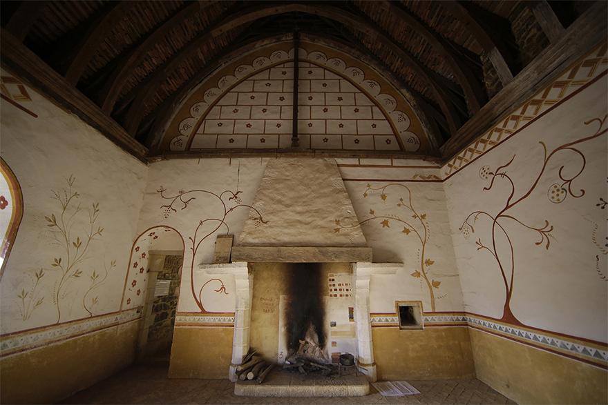 building-13th-century-guedelon-castle-france-59ca12c68b199__880
