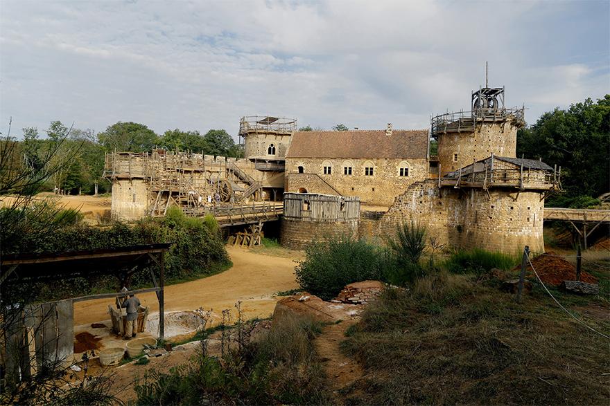 building-13th-century-guedelon-castle-france-59ca12c97618f__880