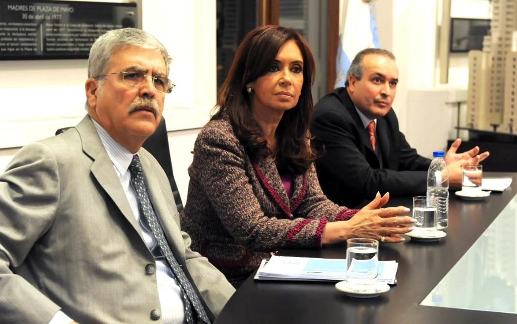Cristina Kirchner y su ex ministro de Planificación y el ex secretario de Obras Públicas, todos procesados por asociación ilícita.