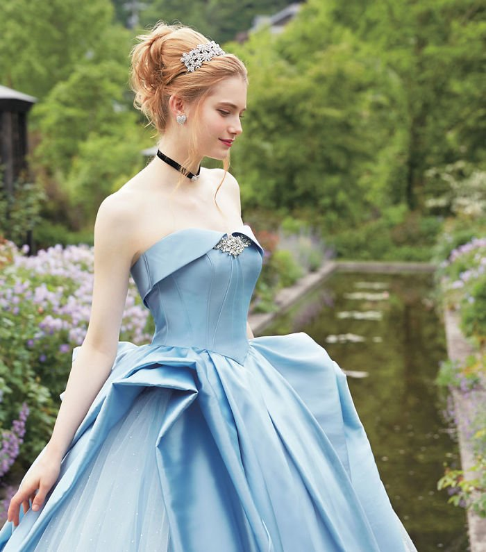 disney-wedding-dresses-kuraudia-co-2-59c4b2f15dfdb__700