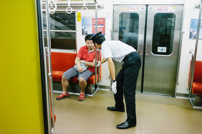 drunk-japanese-photography-lee-chapman-13-59c0c51e2188e__700
