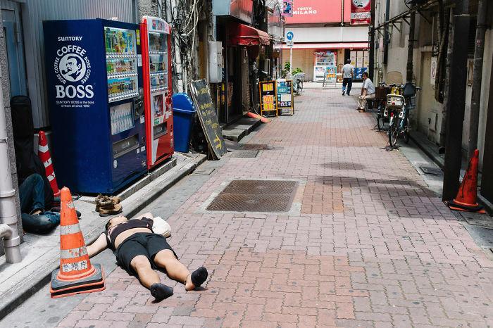 drunk-japanese-photography-lee-chapman-14-59c0c52013212__700