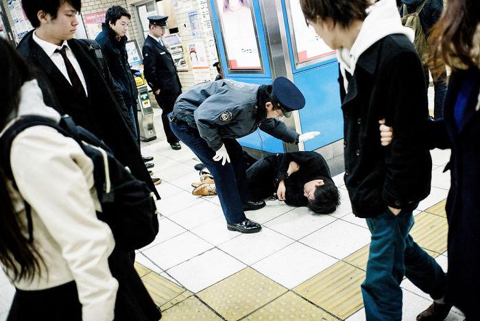 drunk-japanese-photography-lee-chapman-16-59c0c52404cb6__700