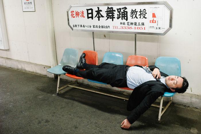drunk-japanese-photography-lee-chapman-17-59c0c5260b531__700