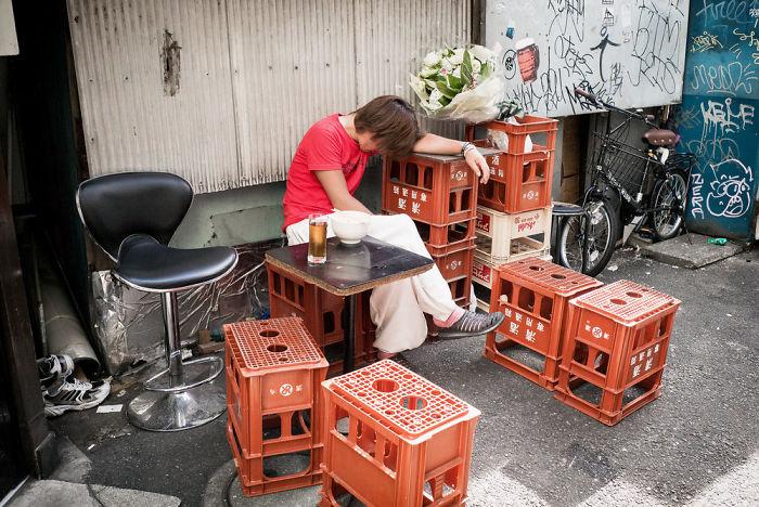 drunk-japanese-photography-lee-chapman-19-59c0c52b6c666__700