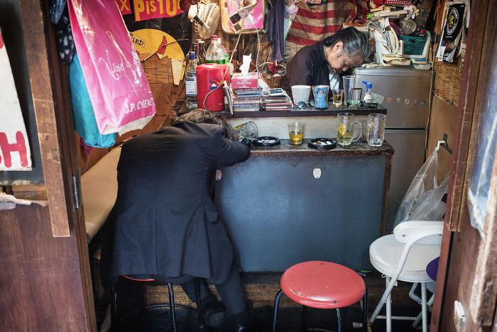 drunk-japanese-photography-lee-chapman-21-59c0c530c7b89__700