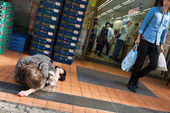 drunk-japanese-photography-lee-chapman-22-59c0c533d5004__700
