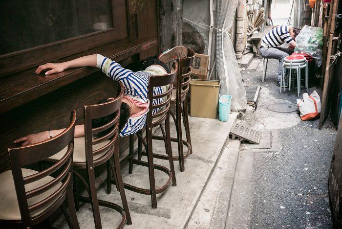 drunk-japanese-photography-lee-chapman-23-59c0c536c8bc8__700