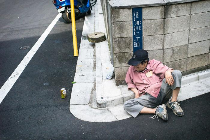 drunk-japanese-photography-lee-chapman-24-59c0e591b3088__700
