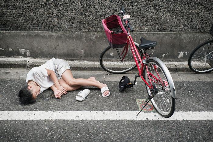 drunk-japanese-photography-lee-chapman-3-59c0c540d885d__700