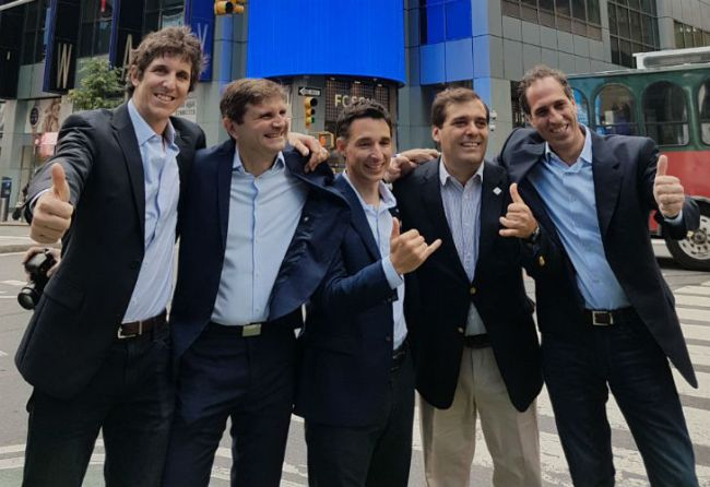 El grupo fundador de Despegar.com. En el centro, Roberto Souviron. Lo rodean: Martín Rastellino, Christian Vilate, Mariano Fiori y Alejandro Tamer.