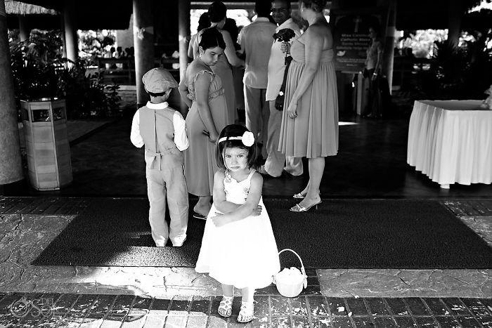 funny-kids-at-weddings-10-59c20bc9bc95d__700
