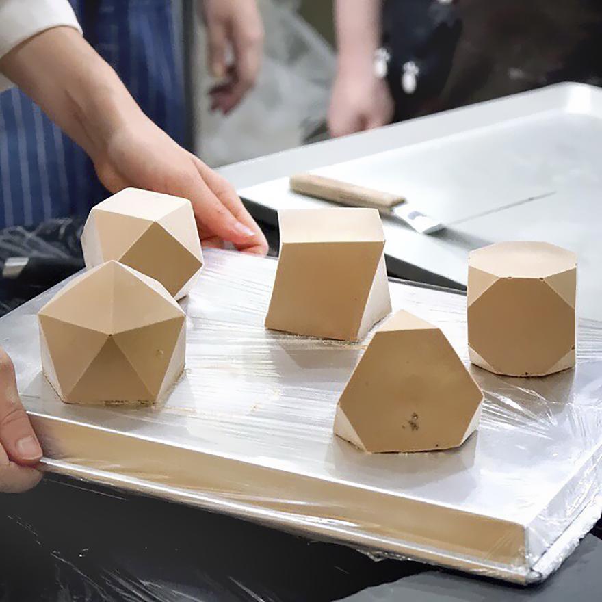 geometrical-cake-designs-patisserie-dinara-kasko-22-59b0e9a8a27c5__880