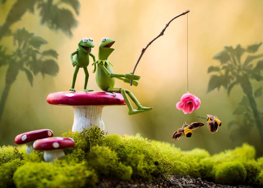 Kermit-Bee-Fishing-See-59c41c128b383__880