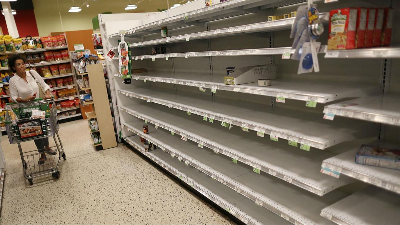 En los supermercados de Miami hay escasez de agua mineral.