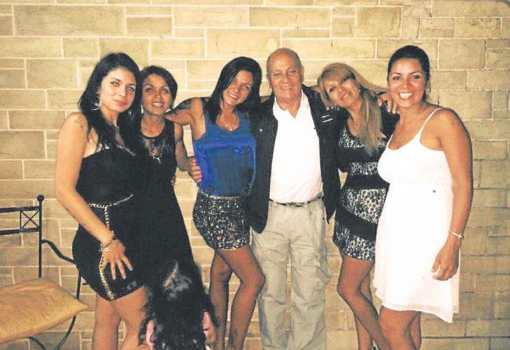 Gerónimo Venegas tuvo cinco hijas con su primera pareja: Pamela, María Eva, Estela, María Rosa y Yanina. María Eva, junto a un hijo del segundo matrimonio de su padre (Joaquín), enfrenta a sus hermanas.
