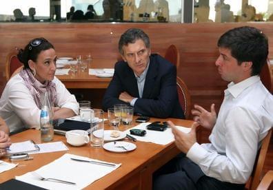 Orly junto a Macri y Michetti, fue candidato del PRO en Mendoza.