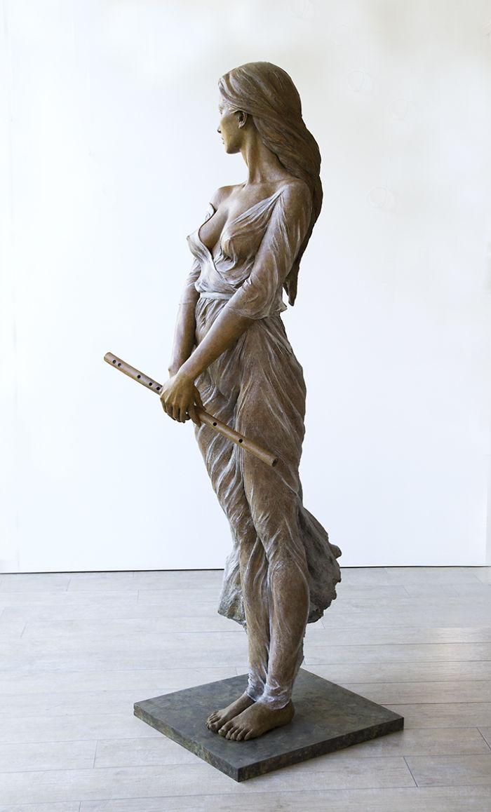 realistic-female-sculptures-luo-li-rong-13-59c8a3e6e45a1__700