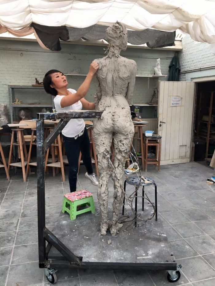 realistic-female-sculptures-luo-li-rong-59c8a9603fb1a__700