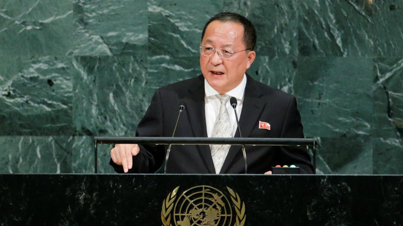"""""""El mundo entero debería recordar claramente que fue Estados Unidos quien declaró primero la guerra contra nuestro país"""", dijo el ministro Ri Yong-ho a medios en Nueva York ."""