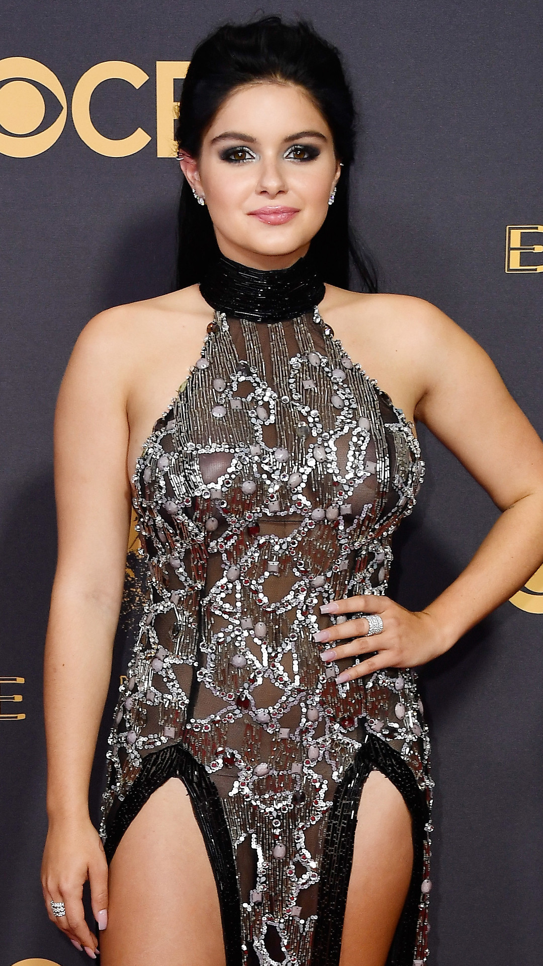 rs_1080x1920-170917162722-1080-emmy-awards-arrivals-2017-ariel-winter