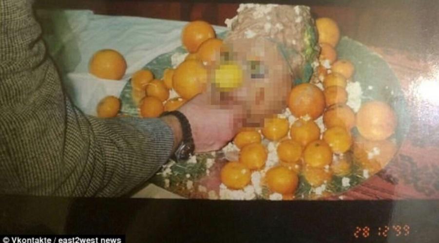 Una imagen de 1999 muestra imágenes de canibalismo.