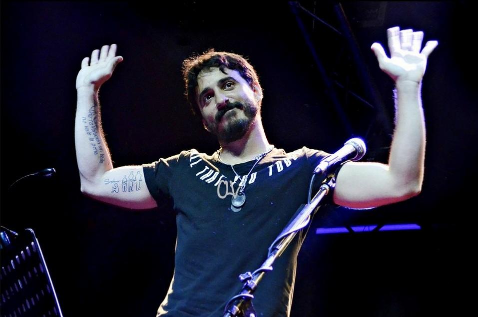 Santiago Aysine, el cantante de Salta la Banca acusado de abuso y corrupción de menores.