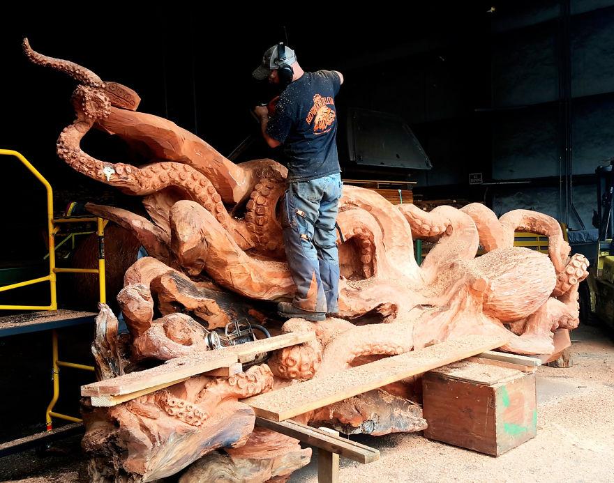 wood-chainsaw-giant-octopus-jeffrey-michael-samudosky-11-59c8e49f7f81b__880