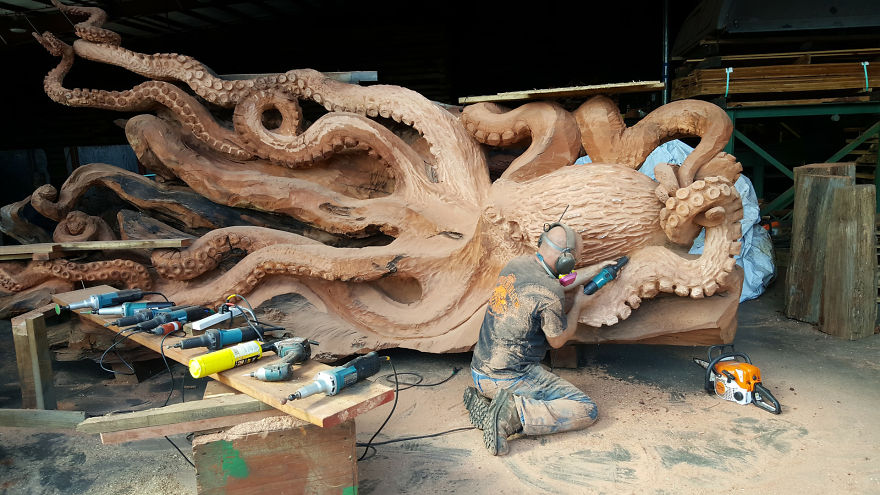 wood-chainsaw-giant-octopus-jeffrey-michael-samudosky-9-59c8e49856402__880
