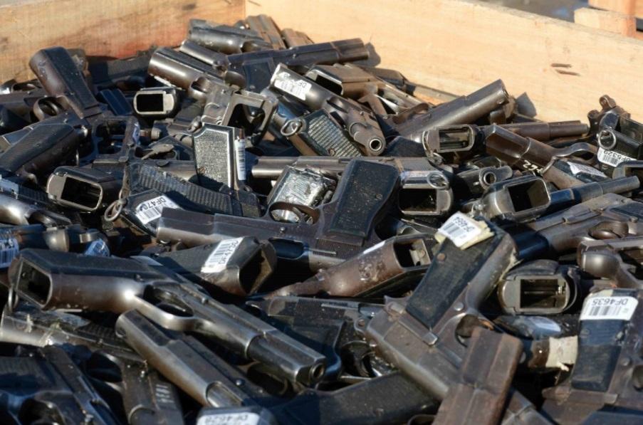 Armas confiscadas y guardadas por la ANMAC son destruídas en una planta sederúrgica de Tenaris Siderca, en Campana, Provincia de Buenos Aires.