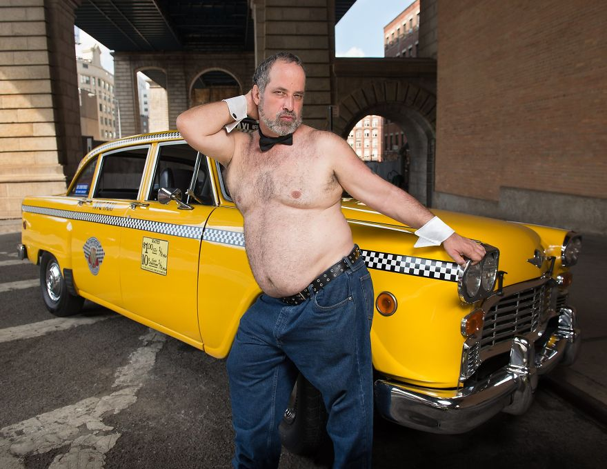 Calendar-gathers-New-York-taxi-drivers-in-sexy-poses-and-the-result-is-a-lot-of-fun-5a132512bdc70__880