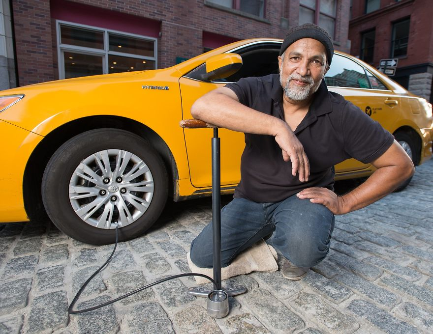 Calendar-gathers-New-York-taxi-drivers-in-sexy-poses-and-the-result-is-a-lot-of-fun-5a132529265df__880