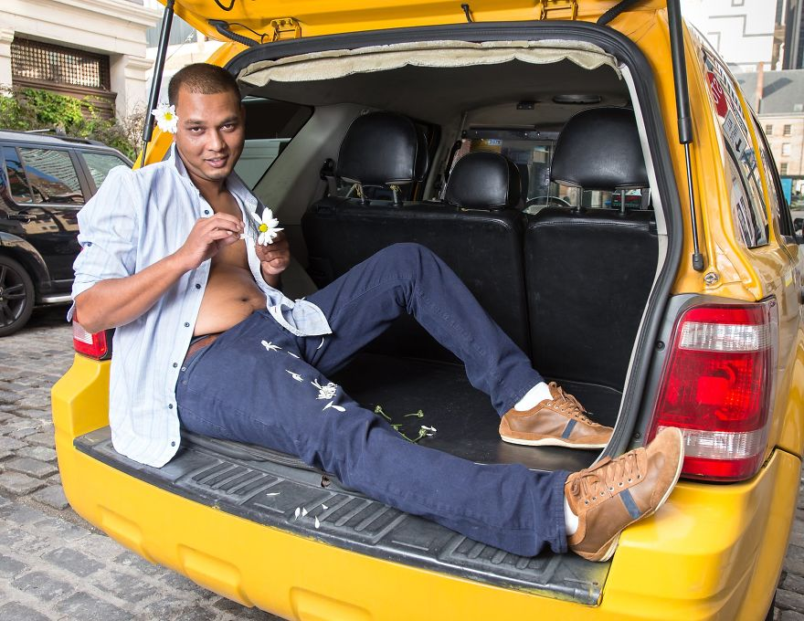Calendar-gathers-New-York-taxi-drivers-in-sexy-poses-and-the-result-is-a-lot-of-fun-5a13259aa3b0c__880