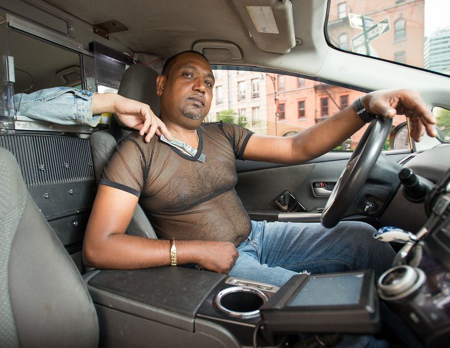 Calendar-gathers-New-York-taxi-drivers-in-sexy-poses-and-the-result-is-a-lot-of-fun-5a1325e09ef0a__880