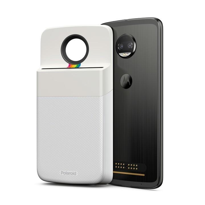 El MotoMod de Polaroid se adjunta al Moto Z.