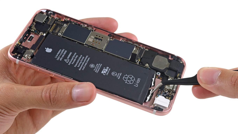 Apple rebaja el precio de la batería de reemplazo de un iPhone antiguo de 79 a 29 dólares.