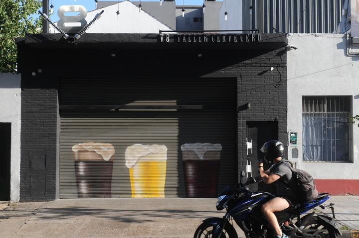 """La cervería """"V8"""", en Villa Urquiza. Investigan si fue usada para blanquear dinero."""