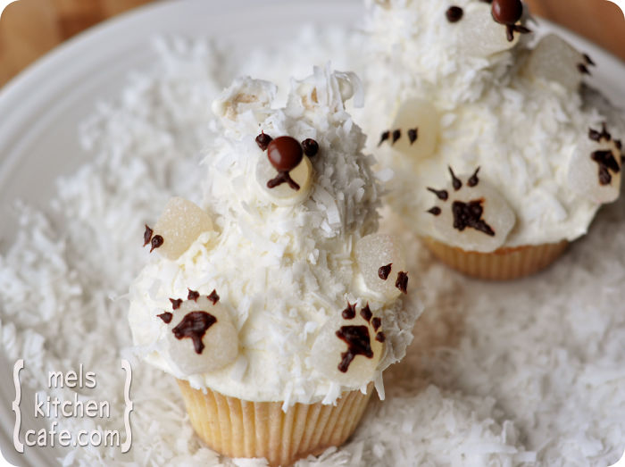 creative-holiday-cupcake-recipes-129-5a294cbf690c1__700