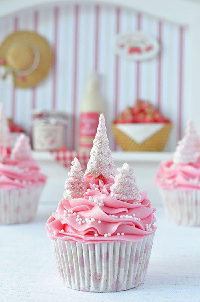 Creative-Holiday-Cupcake-Recipes-221-5a2e473ba3ed3__700
