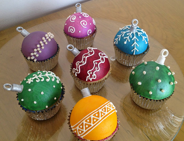 Creative-Holiday-Cupcake-Recipes-267-5a2e585bb7102__700