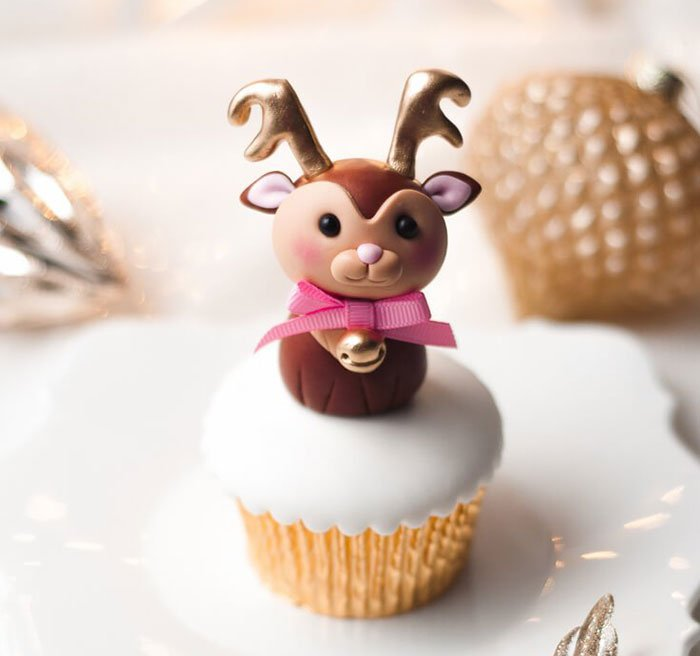 Creative-Holiday-Cupcake-Recipes-277-5a2e646ddd263__700