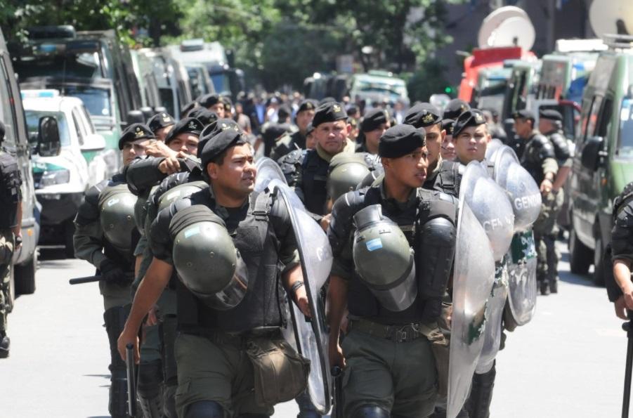 Operativo de gendarmeria en los alrededores del Congreso.