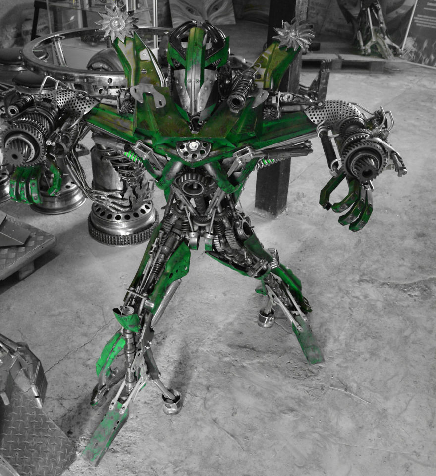 How-to-live-from-scrap-metal-with-fantasy-5a28f208b1f7a__880