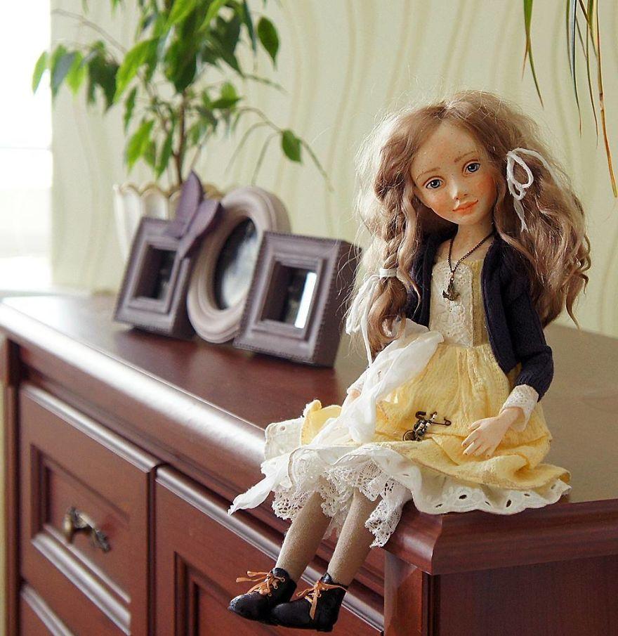 I-Spend-Hours-Creating-My-Art-Dolls-5a25020a2b37b__880