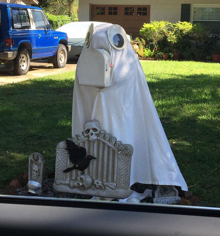 neighbors-dressed-up-manatee-mailbox-marley-3-5a3a0f2630cb4__700